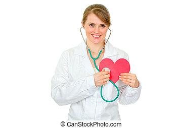 feliz, médico, doctora, sostener el estetoscopio, en, corazón de papel