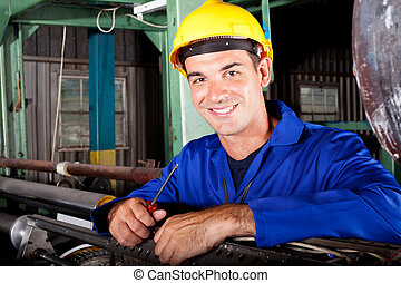 feliz, macho, industrial, mecánico, en el trabajo