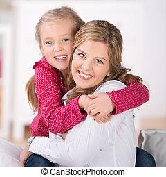 feliz, madre, con, hija joven