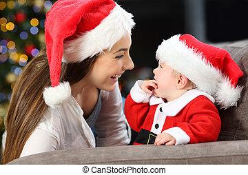 feliz, madre y bebé, en, navidad