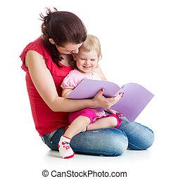 feliz, madre y niño, leer un libro, juntos