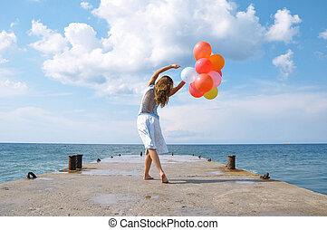 feliz, menina, com, balões