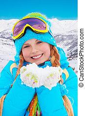 feliz, menina, com, neve, em, dela, mãos