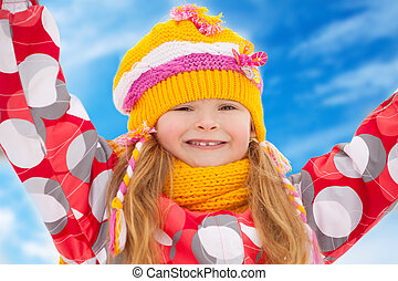 feliz, menina, em, roupas inverno