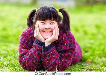 feliz, menina jovem, com, incapacidade, ligado, primavera, gramado