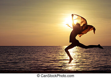 feliz, menina, pular, praia