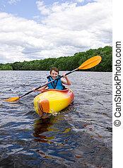 feliz, menino, kayaking