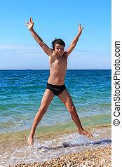 feliz, menino, pular, praia