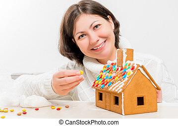 feliz, morena, decorado, com, festivo, um, casa bolo gengibre