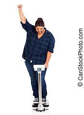 feliz, mujer con sobrepeso, perdido, peso