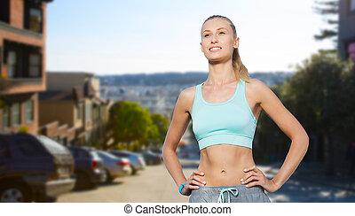 feliz, mujer joven, hacer, deportes, aire libre