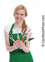 feliz, mulher jovem, com, equipamento jardinando