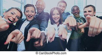 feliz, multi-ethnic, equipo negocio, con, pulgares arriba, en, la oficina