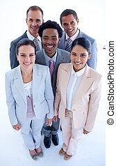 feliz, multi-ethnic, equipo negocio, sonriente, en, el, cámara