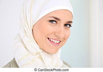feliz, musulmán, mujer hermosa, sonriente