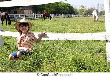 feliz, niña, en, granja