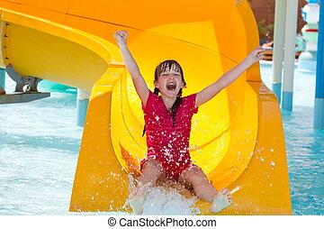 feliz, niña, en, waterslide
