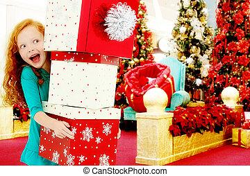 feliz, niña, niño, en, centro comercial, con, pila, de, cajas