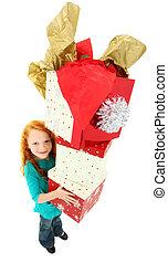 feliz, niña, niño, proceso de llevar, pila, de, cajas del regalo