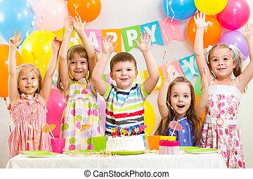feliz, niños, celebrar, cumpleaños, feriado