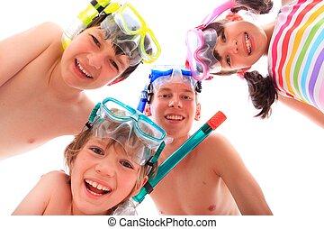 feliz, niños, con, esnórqueles
