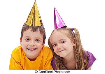 feliz, niños, con, sombreros partido