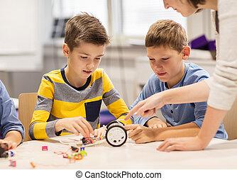 feliz, niños, edificio, robot, en, robótica, escuela