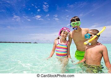 feliz, niños, en, océano