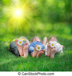 feliz, niños jugar, aire libre