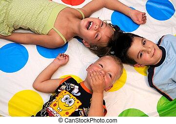 feliz, niños, jugar juntos, tres