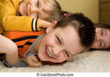 feliz, niños