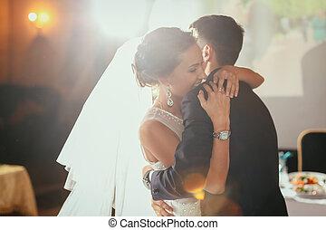 feliz, novia y novio, en, su, boda