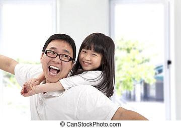 feliz, padre, y, daughter.asian, familia , estilo de vida