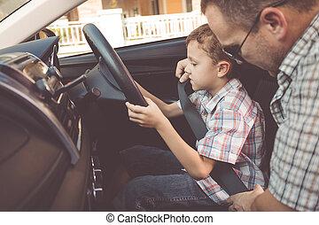 feliz, pai filho, sentando, carro, em, a, dia, time.