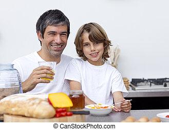 feliz, pai filho, tendo, pequeno almoço, junto
