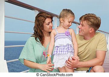 feliz, pais, com, pequeno, filha, apreciar, mar, ligado, iate