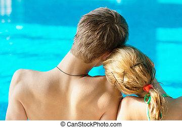feliz, par adolescente, em, a, piscina