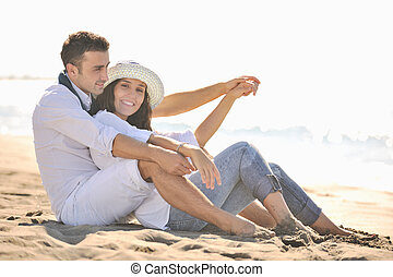 feliz, par jovem, divirta, em, bonito, praia
