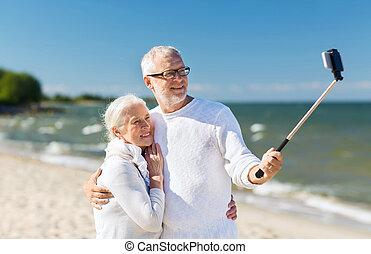 feliz, par velho, abraçando, ligado, verão, praia
