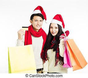 feliz, pareja joven, con, compras de christmas