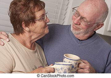 feliz, pareja mayor, retrato