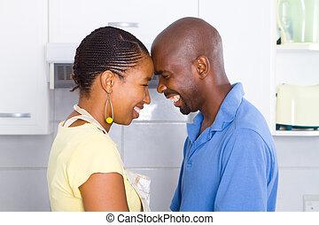 feliz, pares americanos africanos