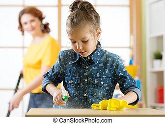 feliz, pequeno, mulher, filha, dela, família, room., limpa, limpado, mãe, house., vacuumed, floor., criança, pó, menina, criança, limpeza