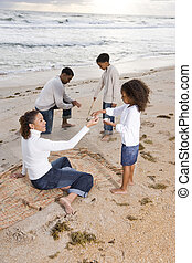 feliz, playa, juego, familia , african - american