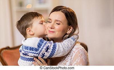 feliz, poco, hijo, besar, el suyo, madre