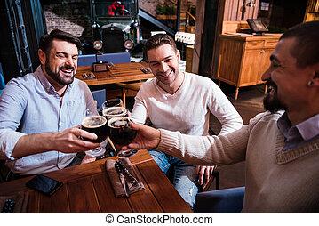 feliz, positivo, bebida, su, el gozar, hombre
