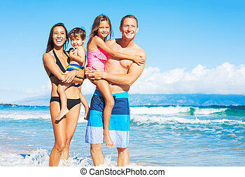 feliz, raça misturada, família, praia