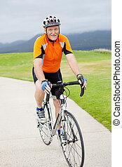 feliz, sénior ativo, bicicleta equitação homem