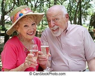 feliz, seniores, brindar