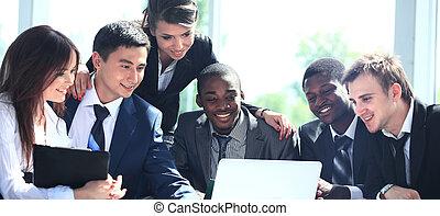 feliz, trabajando, equipo negocio, en, moderno, oficina
